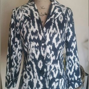 Chicos blue and white printed button front blazer